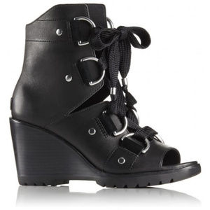 New Sorel After hours lace up Wedge bootie 6.5